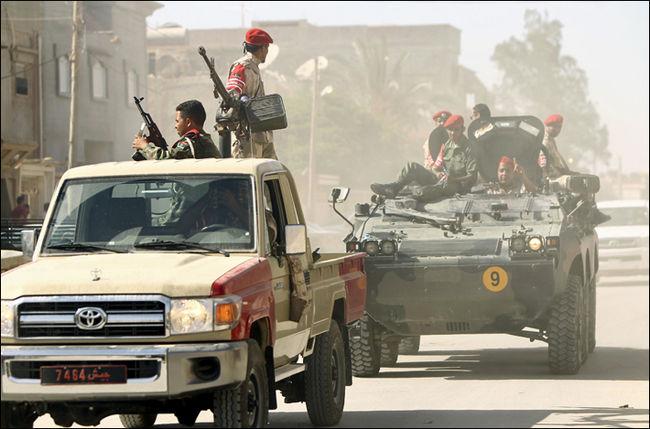 Libye: une importante base militaire de Bengazi tombe aux mains des islamistes