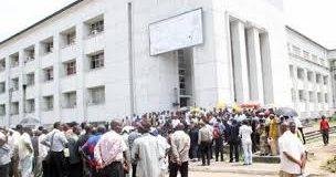 Salaires en RDC: les syndicats menacent d'une grève générale